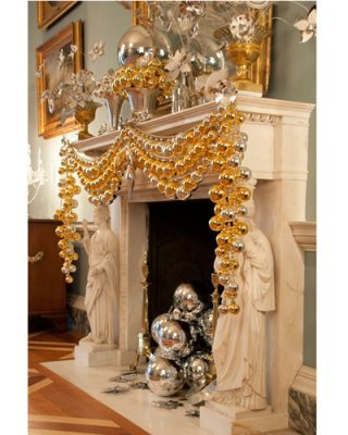 Silver and gold holiday decor #classic