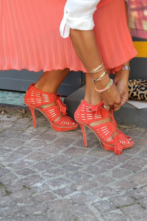 heartbeatoz:  (via thefashionist: MILANO-Shoes..on the street.)