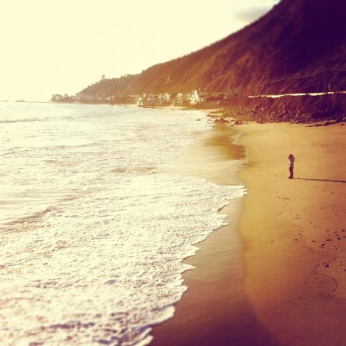 Moment of silence #artyfarty #california #cali #beach #sand #malibu #waves #coastline (Taken with Instagram at Malibu)