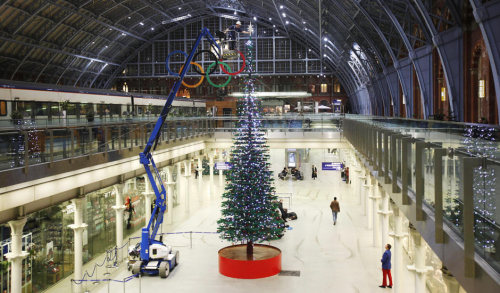 Lego Christmas tree unveiled at St Pancras