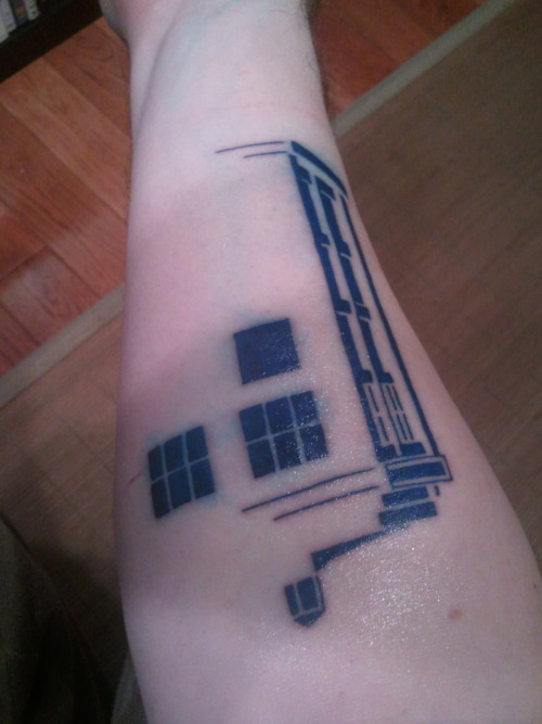 fuckyeahtattoos:  Who doesn't love a TARDIS? Done by Virginia Elwood at NY Adorned.
