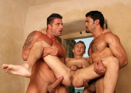 Holy smoke !! I'd love to be that bottom !!!! Rammed by 2 muscles tops…