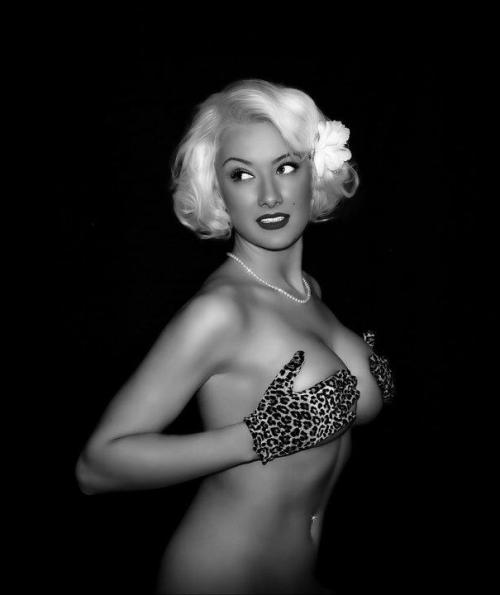 Looks like Marilyn Monroe(: