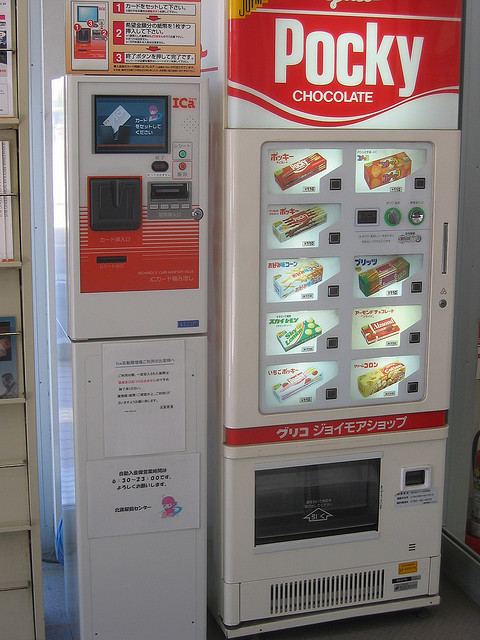 psyqualia:  pocky vending machine POCKY VENDING MACHINE… dammit japan