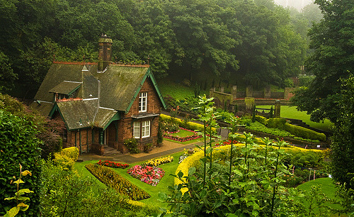 Princes Street Gardens, Edinburgh, Scotland photo via karshima