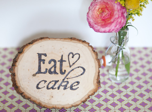 (via Wood Burning DIY: Pretty Signage | The Sweetest Occasion)