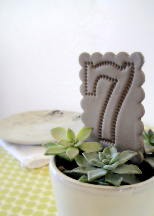 (via DIY Clay Table Numbers and Flags | The Sweetest Occasion)