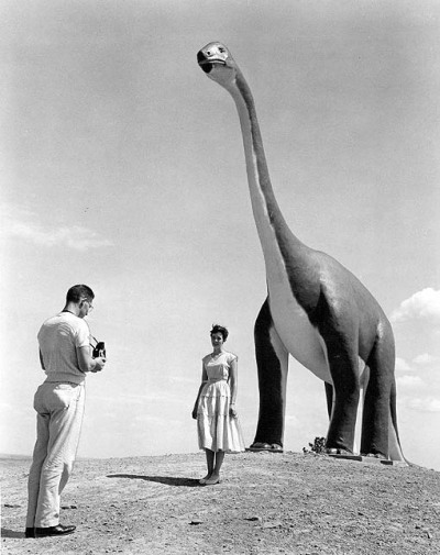 modcloth:  Dinosaur park in South Dakota, 1960.