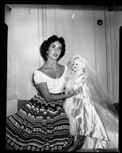 theniftyfifties:  Elizabeth Taylor and dolly, 1950s.