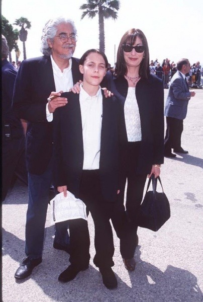 phantomoftheboardwalk:  anjelicahustonfanpage:  Anjelica with Robert Graham and nephew Jack Huston  WHOLLY SHIT. IT'S LITTLE RICHARD.