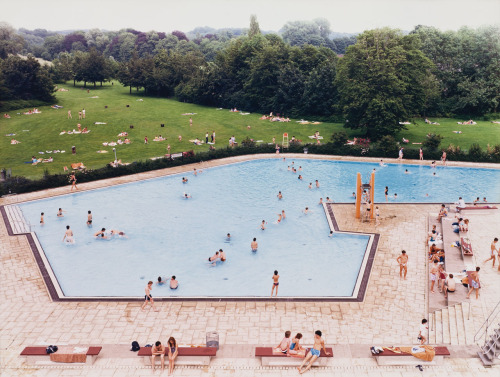 nitramar:  Ratingen Schwimmbad (Ratingen Swimming Pool), 1987. Photo by Andreas Gursky
