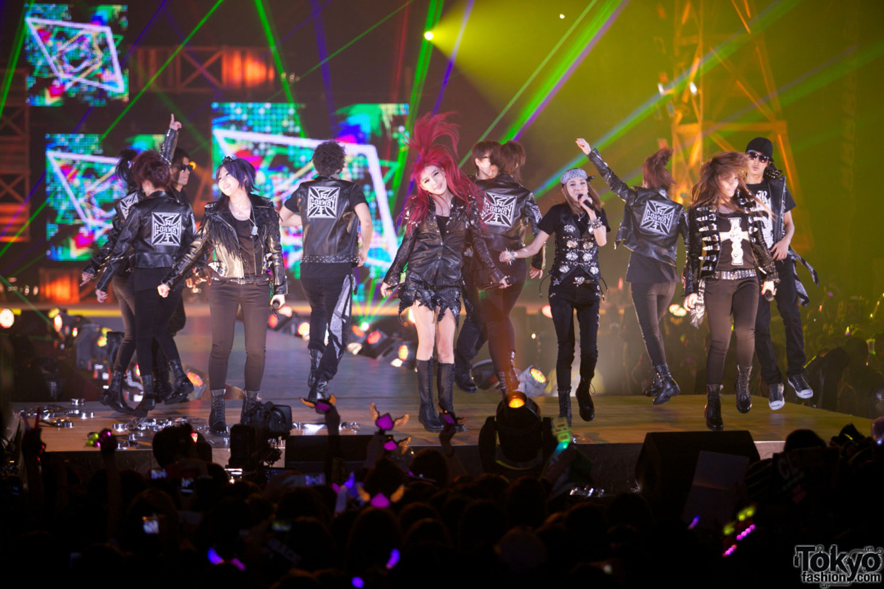 2NE1 at Tokyo Girls Award 2011. Just posted 125 new K-Pop & J-Pop pics from the show in Harajuku. :-)