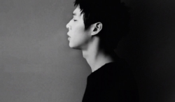 just-an-asian-girl:  i fell in love!  YooChun y su cosa sexy en el cuello *-*