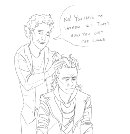 thetuxedos:  A little gift for trifaux. The Hiddleston/Loki thing is hysterically wonderful. <:  lol