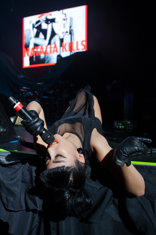Natalia Kills (Cherrytree Pop Alternative Tour at Air Canada Center, Toronto 11/14/11) (LINK)