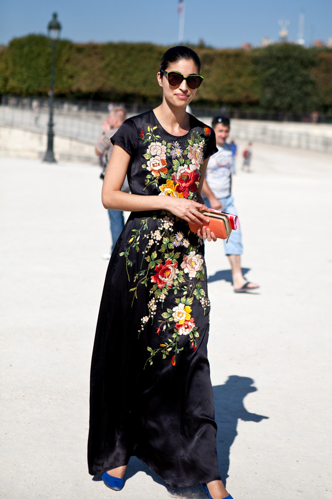 and more flower power on black … Caroline Issa in this dress from the Fall/Winter 2011 Paul Smith collection, one of my favorite dresses ever, so dreamy …