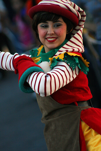 fuckyeahdisneyentertainment:  A Christmas Fantasy Parade by skeletonstockings on Flickr.