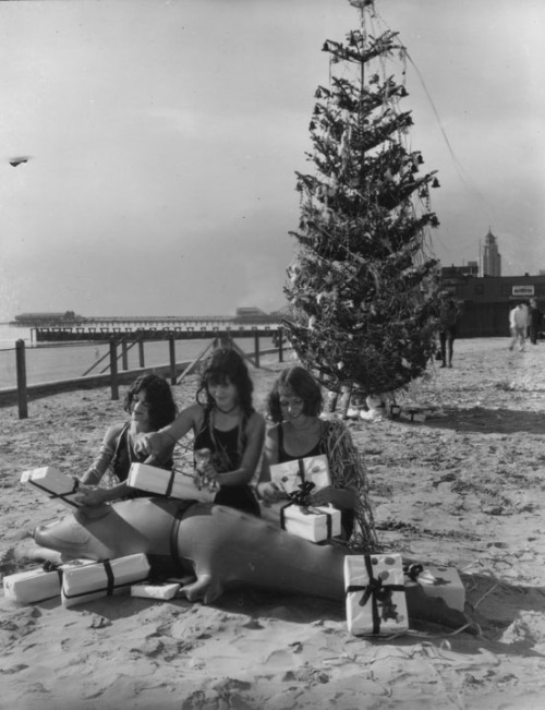 maudelynn:  Christmas in Long Beach Ca c.1920