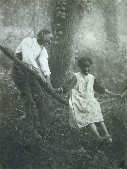 rudolove:  When tenderness meets pleasure. The Grape-Vine Swing ca. 1895 Photographer, location unidentified