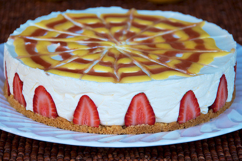diet-killers:  Lemon-Strawberry Icebox Cheesecake (by djwtwo)