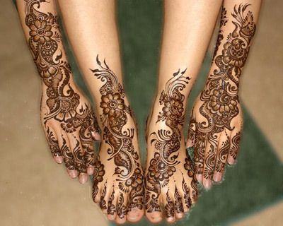 I love traditional henna tattoos!