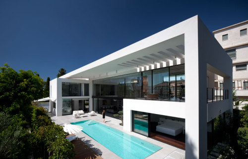 micasaessucasa:  (via Contemporary Bauhaus Residence on the Carmel by Pitsou Kedem Architects)