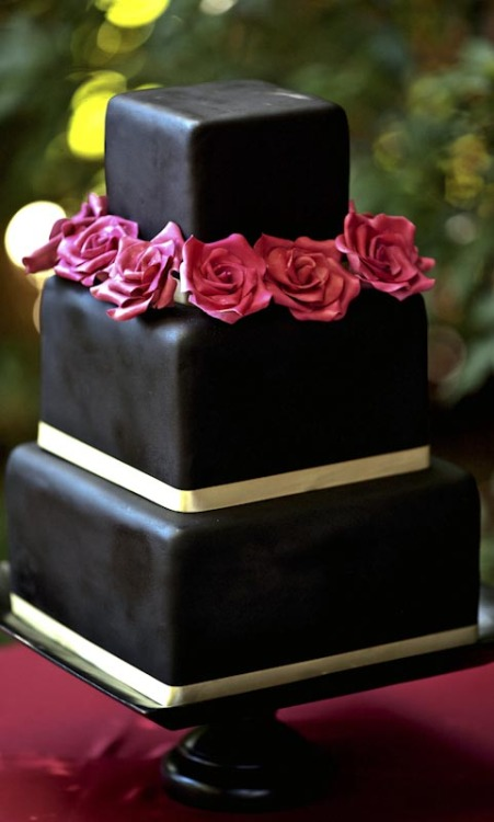 weddingdirectoryuk:  Black Wedding cake