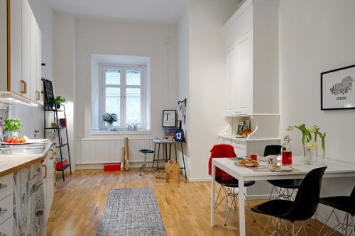 micasaessucasa:  (via Color, Simplicity and Function in a Small Scandinavian Crib | Freshome)