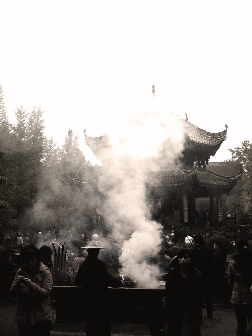 zhongguozhaopian:  Straw hat and smoke by ~viscousity9