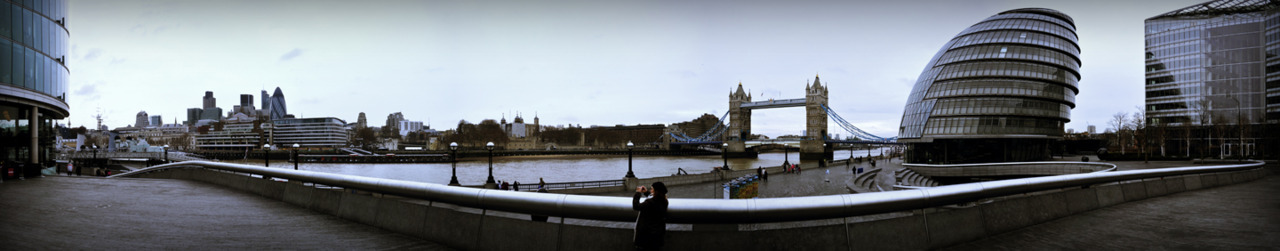 (Colored one) A panorama with River Thames, Tower Bridge and City Hall from London, England. Dec 2010. These are my early days in panoramic photography. that's why I  haven't recorded how many photographs I used in making of this. I guess 12 to 14 photographs. Türkçe: Londra'dan Thames Nehri, Tower Bridge ve City Hall manzaralı 12-14 fotoğraflık bir panorama. Aralık 2010.