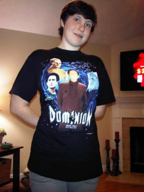 Guess who got her Dominion tee shirt in the mail today~!!!
