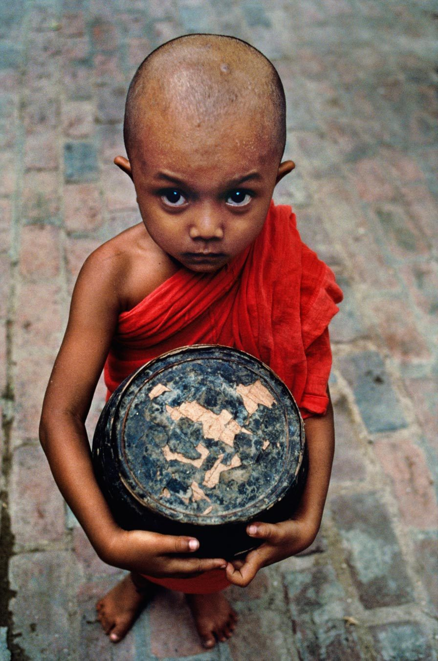 Mandalay, Burma, 1994. [Credit : Steve McCurry]