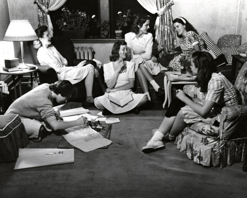 Students relaxing in the 1940s.  October, 2011 - Vassar Homepage Archive