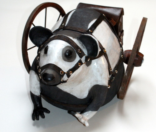 Els Wenselaers: Racemouse, 2009, 38 x 40 x 38 cm, Ceramics, leather, metal, wood, leather case with painted text on it
