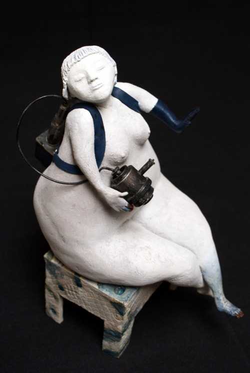Els Wenselaers: Mrs Odeur, 2009, 16 x 33 x 24cm, Ceramics, metal, rubber, glass