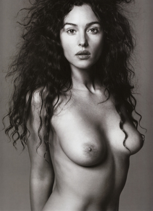 pussylequeer:  Monica Bellucci by Richard Avedon