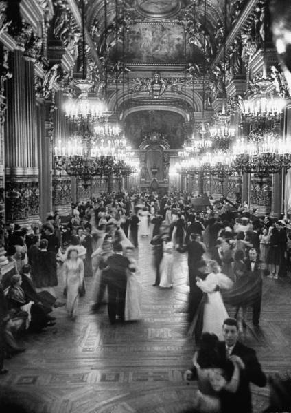 thenewmanhattanite:  Couples dancing in the Grand Foyer of the Paris Opera House at the Victory Ball. Photograph by David E. Scherman. Paris, May 1946.