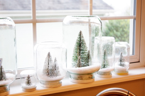 truebluemeandyou:  DIY Waterless Snow Globes. Tutorial at Sweet Something Designs here.