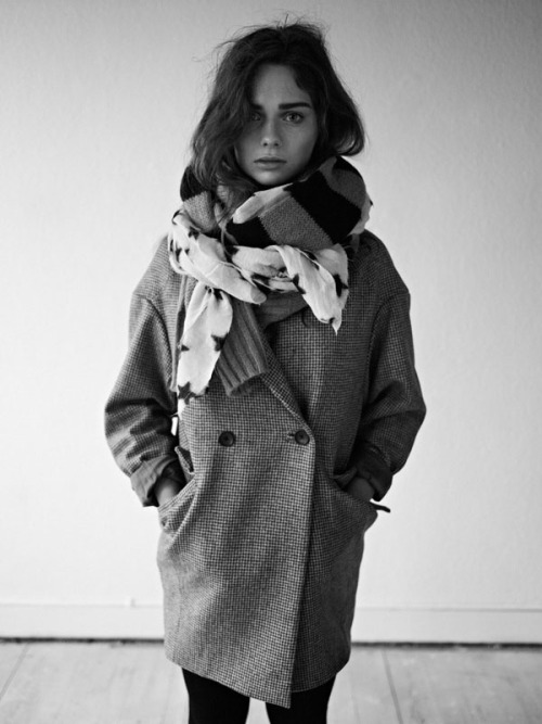 calivintage:  new post is up! admiring the maison scotch fall 2011 collection. you can click-through to see more photos. via calivintage.  this is the ideal winter feel. pretty model :)