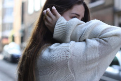 naturallybrunette:  that sweater looks so comfy