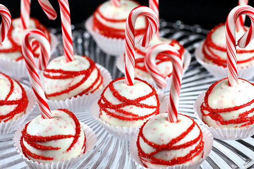 thecakebar:  Chocolate Candy Cane Cake Pops!