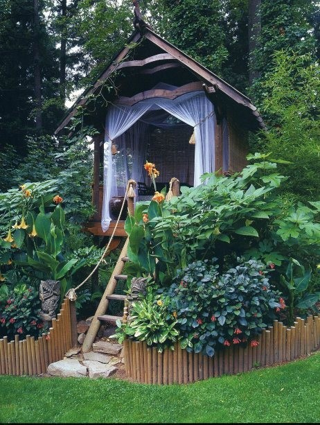 georgianadesign:  Backyard whimsy.