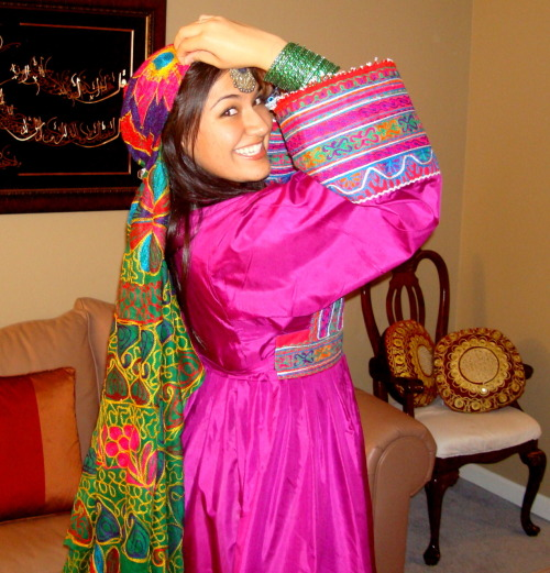 nothingbutnoodles:  messing around with the new afghan clothes…  bollywood pose, maybe this'll score me a husband