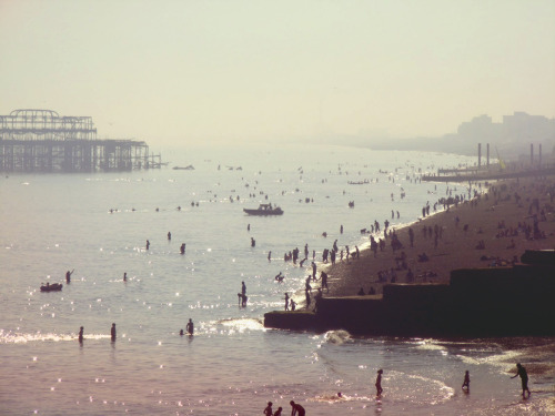 I really miss Summer. I took this is Brighton last Summer when I was over in London with Alison. It was lovely. I hate Winter. Why's it so long?