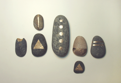 nativecore:  Reiki healing stones. By Optimystic Arts on flickr.