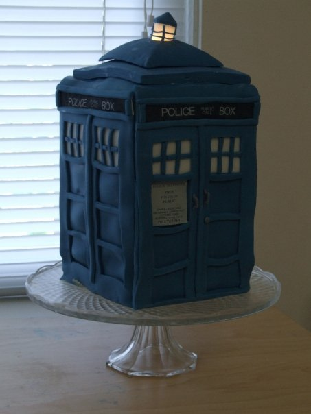 thenworld:  TARDIS Cake by *Girl-on-the-Moon <3