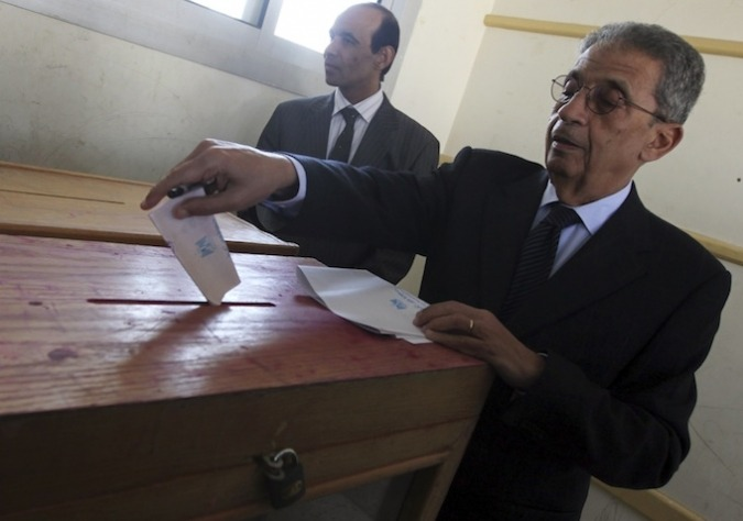 Presidential hopeful and former Arab League chief Amr Moussa cast his ballot in Cairo this morning.