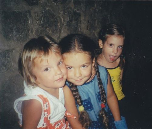 takkboke:  Me, Nela and Mare when we were little kids LOL love this photo ;-) Love you giirlsss xx