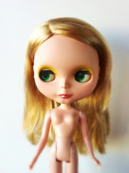 missblythe-dolls:  Blythe I Love You It's True customized (SBL) Used and customized: matte face and blush on the cheeks is strange (not complete). Lips were repainted with pearly pink. Hair needs conditioning. (Ref C15)  €90 $140