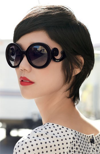 (via Fashionista / the sunglasses!)